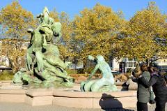 Stuhlmannbrunnen auf dem Platz der Republik in Hamburg Altona; der Brunnen wurde 1900 eingeweiht - Bildhauer  Paul Türpe.