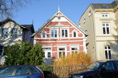 Wohnhäuser in der Emder Straße von Hamburg Finkenwerder, die Gebäude stehen als Hamburger Kulturdenkmal unter Denkmalschutz.