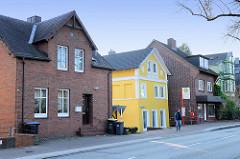 Wohnhäuser / Einzelhäuser  in der Straße Finkenwerder Norderdeich im Hamburger Stadtteil  Finkenwerder.