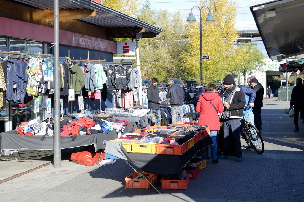 """bildarchiv-hamburg.com: Foto """"Marktstand mit Kleidung auf ..."""
