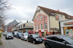 Einkaufstraße /  Wedel der Landstraße im Hamburger Stadtteil Rissen.