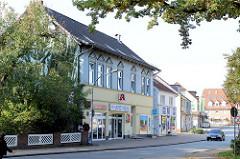 Wohn und Geschäftshäuser u.a. im Baustil der Gründerzeit in der Kirchenstraße von Trittau.