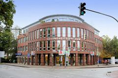 Moderne Verwaltungsarchitektur - Gesundheitszentrum in der Straße Damm in Pinneberg.