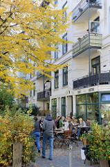Kleines Bistro / Café mit Außengastronomie im Wohngebiet von Hamburg Eimsbüttel, Lutherrothstraße.