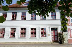 Bürogebäude der evangelisch-lutherischen Kirchengemeinde Sankt Marien am Kirchplatz in Boizenburg/Elbe. Das Wohnhaus steht als Kulturdenkmal der Stadt unter Denkmalschutz.