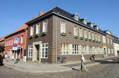 Gebäude vom Stadthaus Boizenburg/Elbe am Kirchplatz - Sitz der Stadtverwaltung / Bürgerbüro.