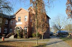 Schulgebäude der Westerschule im Landscheideweg von Hamburg Finkenwerder.