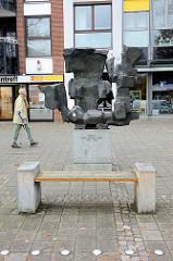 Bronzeskulptur Dialog  in  der   Wedeler Landstraße von Hamburg Rissen; Karl August Ohrt, 1902-1993.