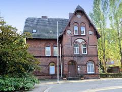 Pastorat der Sankt Bonifatius Kirche in der Bonifatius Straße in Hamburg Wilhelmsburg; das Gebäude wurde 1899 errichtet, Architekt F. Harriefeld. Das Pastorat steht als Kulturdenkmal Hamburgs unter Denkmalschutz.