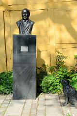 Bronzebüste Otto Heinrich Schmeltz mit Hund, Baumwollfabrikant - Wohltäter der Stadt Roskilde.