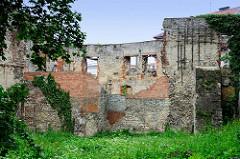Ruine des abgebrannten Schlosses von   Groß Strehlitz / Strzelce Opolskie.