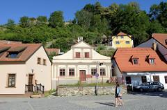 Wohnhäuser/Einzelhäuser im Stadtteil Flößberg / Plešivec in der tschechischen Stadt Krumau an der Moldau.