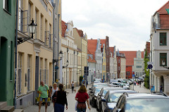 Wohn- und Geschäftshäuser in der Lübschen Straße von Wismar.