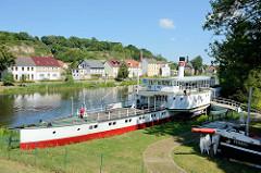 Raddampfer Riesa  im Binnenschifffahrtsmuseum Oderberg an der Alten Oder. Das historische Fahrgastschiff wurde 1897 gebaut und war bis 1976 im Einsatz.