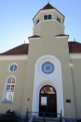 Eingang, Vorderseite der Synagoge von Krumau an der Moldau / Český Krumlov; errichtet 1909 - Architekt  Victor Kafka. Die profanierte Synagoge ist seit 1958 ein geschütztes Kulturdenkmal.