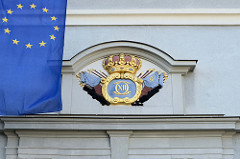 Wappen am ehemaliges Zeughaus der Hansestadt Wismar, erbaut um 1700 - das frühere Waffenarsenal wird heute als Stadtbibliothek und ein Kulturzentrum genutzt.