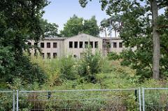 Ruinen des Militärgeländes in Boltenhagen / Tarnewitz, Ostseeallee. Auf dem Gelände soll eine Hotelanlage entstehen.