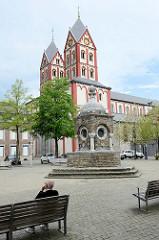 Saint-Barthélemy Kirche in Lüttich / Liège, ursprünglich errichtet im 11. Jahrhundert, bauliche Veränderungen im 18. + 19. Jahrhundert.
