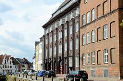 Expressionistische Backstein-Architektur der Berufsfeuerwache in Wismar an der frischen Grube, errichtet 1928 - Architekt Arthur Eulert.