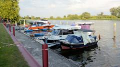 Wasserwanderrastplatz  Marina Gartz an der Oder; Stadthafen mit m.E. unfreundlicher Betreuung.