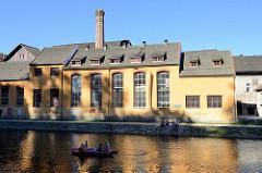 Historische Industriearchitektur  am Ufer der Moldau in Krumau / Český Krumlov - Hradebni.