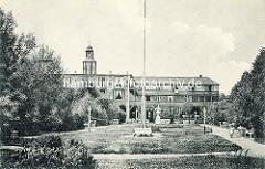 Historisches Foto von dem Kurgarten im Ostseebad Boltenhagen. Historisches Kurhaus / Hotel Großherzog von Mecklenburg.