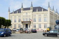 Rathaus von Bützow, errichtet 1849 - erbaut  im neugotischen Tudorstil, Entwurf Landesbaumeisters Susemihl.