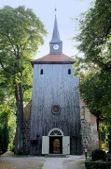 Sankt Johanniskirche in Kühlungsborn - der älteste Teil der Kirche wurde um 13. Jahrhundert aus Feldstein errichtet, der jetzige Kirchturm wurde um 1680 aus Holz gebaut.