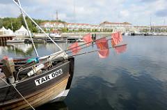 Fischereihafen in der Marina Boltenhagen / weiße Wiek; das Gelände war während der Vor- und Kriegszeit Standort des militärischen Versuchsflughafens Tarnewitz und des dabei liegenden Militärhafens.