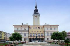 Rathaus von   Groß Strehlitz / Strzelce Opolskie,  erbaut 1846 nach Plänen des Architekten Roch.