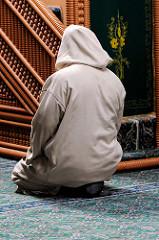 Gebetsraum in der Eyüp Sultan Moschee in Hamburg Harburg.