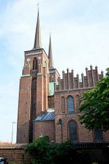 Gotischer Dom in Roskilde,  1280 fertig gestellt - Backsteingotik; seit 1995 auf der UNESCO Liste der Weltkulturerbe. In dem Dom liegen die Gräber von 21 dänischen Königen und 17 Königinnen.