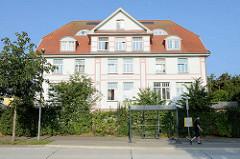 Gebäude der Heinrich Schreiber Schule in Kühlungsborn; das Schulgebäude in Brunshaupten /  Kühlungsborn wurde 1915 eröffnet und trägt jetzt den Namen des Schulgründers und Gemeindepastors Heinrich Albert Friedrich August Schreiber.