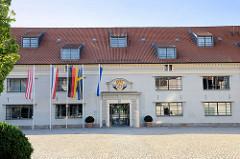 Ehemaliges Zeughaus der Hansestadt Wismar, erbaut um 1700 - das frühere Waffenarsenal wird heute als Stadtbibliothek und ein Kulturzentrum genutzt.