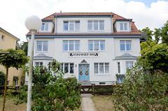 Villa mit Ferienwohnungen an der Strandpromenade im Ostseebad Boltenhagen.