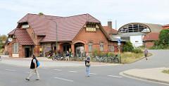 Bahnhofsgebäude/Empfangsgebäude vom Bahnhof Wismar in der Bahnhofstraße; das Gebäude steht unter Denkmalschutz.