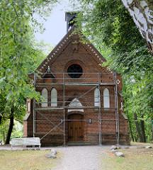 Evangelische Kirche zur Paulshöhe in Boltenhagen; die neugotische Backsteinkirche wurde 1873 eingeweiht.
