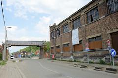 Betriebsgebäude der  Zeche Hasard de Cheratte in Visé, Belgien. Malakow-Turm der 1907 eröffneten Kohlenzeche, die 1977 stillgelegt wurde. Teile der historischen Industriearchitektur stehen unter Denkmalschutz - andere Gebäude 2017 abgerissen.
