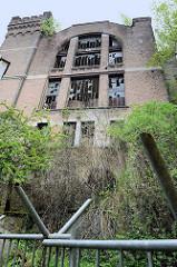Förderturm  Zeche Hasard de Cheratte in Visé, Belgien. Malakow-Turm der 1907 eröffneten Kohlenzeche, die 1977 stillgelegt wurde. Teile der historischen Industriearchitektur stehen unter Denkmalschutz - andere Gebäude 2017 abgerissen.