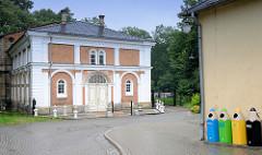 Gebäude Mastalarnia / Marstall an der  Schlossruine von Groß Strehlitz / Strzelce Opolskie.