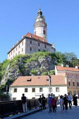 Blick auf das Schloss und  dem Schlossturm   von  Krumau an der Moldau / Český Krumlov zum Schlossturm.