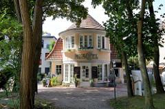 Strandvilla Muschel, erbaut 1920  im englischen Landhausstil - Mittelpromenade im Ostseebad Boltenhagen.