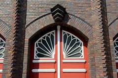 Detail Toreinfahrt der expressionistische Backstein-Architektur der Berufsfeuerwache in Wismar an der frischen Grube, errichtet 1928 - Architekt Arthur Eulert.