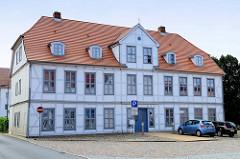 Historisches Wohnhaus / Fachwerkgebäude an der Schloßstraße von Bützow - das Gebäude steht als Baudenkmal der Stadt unter Denkmalschutz.