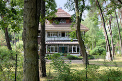 Villa mit Ferienwohnungen  an der Mittelpromenade im Ostseebad Boltenhagen