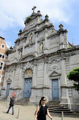Fassade der Saint-Antoine Kirche von Lüttich, ursprünglich errichtet 1244 und im 18. Jahrhundert mit einer Barockfassade versehen.