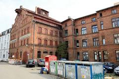 Denkmalgeschützte Industriearchitektur in der Hansestadt Wismar, altes Speichergebäude in der Kurzen Baustraße.