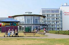 Hotelanlage an der Strandpromenade im Ostseebad Kühlungsborn.