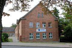 Gebäude der Jugendherberge Wismar am Juri-Gagarin-Ring / Philipp-Müller-Straße.