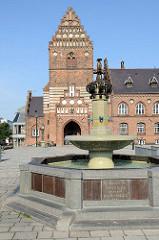 Altes Rathaus in Roskilde, es  wurde 1884 im gotischen Stil nach einem Entwurf des Architekten O. Momme erbaut.